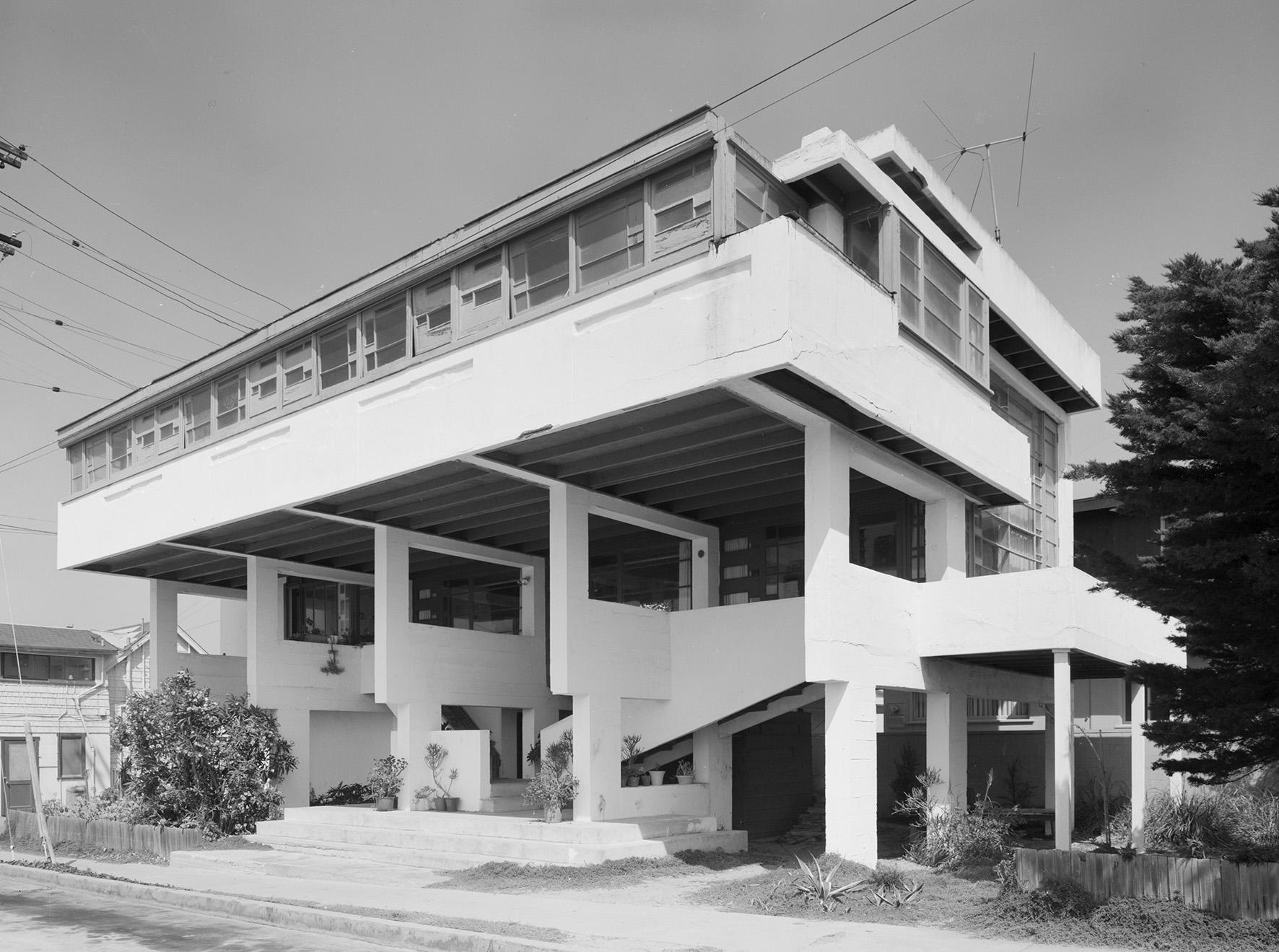 Newport Beach Magazine Architectural - 484.0KB