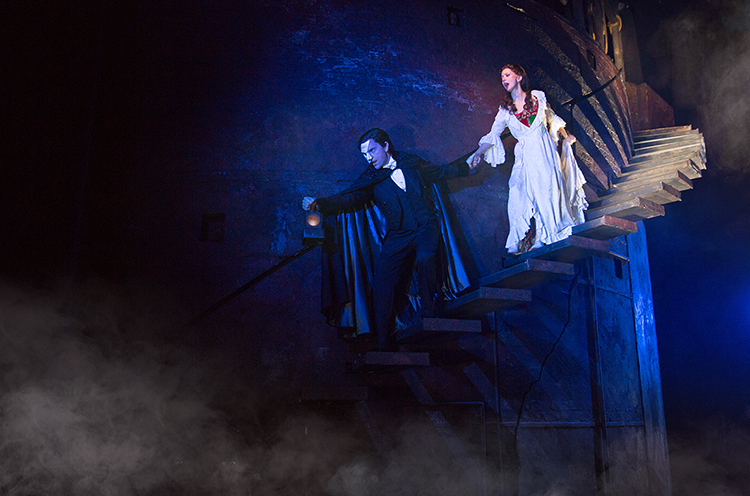 Segerstrom-Center-THE-PHANTOM-OF-THE-OPERA-Chris-Mann-as-The-Phantom-and-Katie-Travis-as-Christine-Daae-Photo-Matthew-Murphy_8-750
