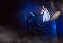 Segerstrom-Center-THE-PHANTOM-OF-THE-OPERA-Chris-Mann-as-The-Phantom-and-Katie-Travis-as-Christine-Daae-Photo-Matthew-Murphy_8-featured