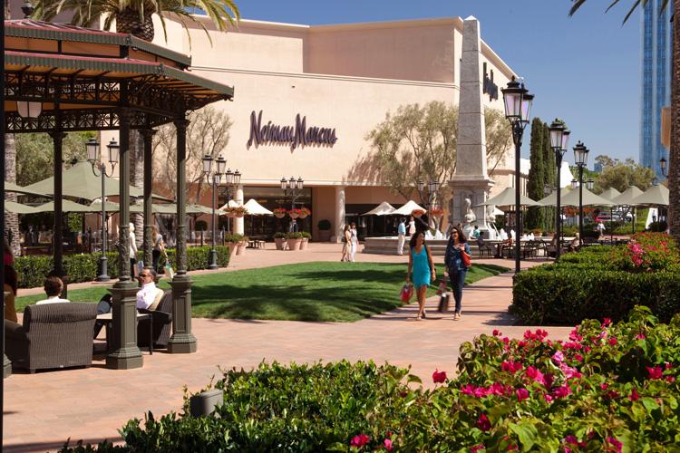 web-Neiman-Marcus-Bloomingdale's-courtyard