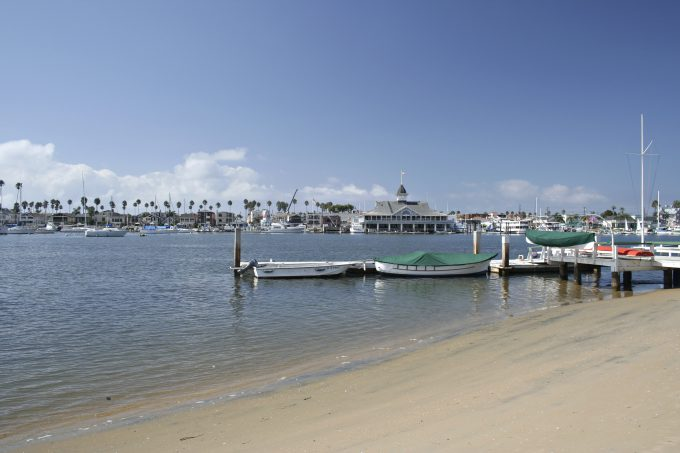 A beach on Balboa Island with a view of Balboa Pavilion.